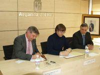 Firma del convenio entre MMT y el Ayuntamiento de Arganda.