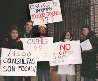 Jovenes de Rivas-Vaciamadrid intentaron entregar sus reivindicaciones al consejero Güemes.