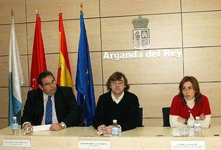 Aniceto Guzmán, Pablo Rodríguez y Sonia Pico presentaron la Campaña Navideña de Arganda.
