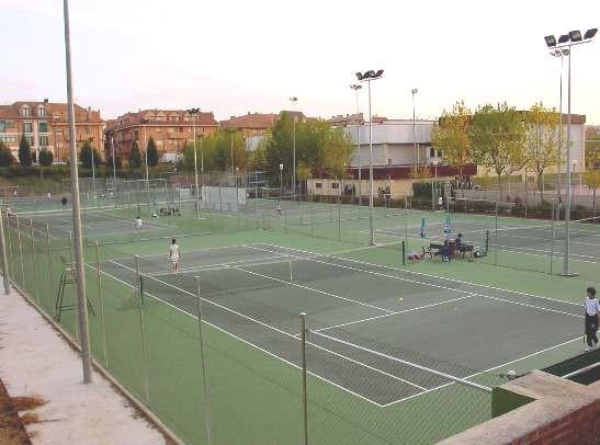 Pistas de tenis del polideportivo de Velilla de San Antonio.